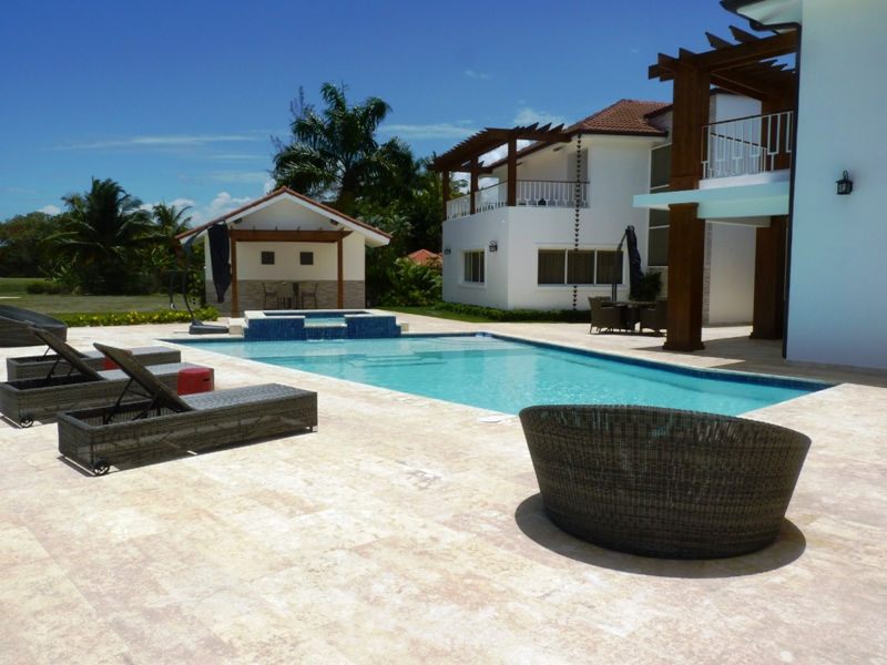 Metro Country Club Villa for Rent
